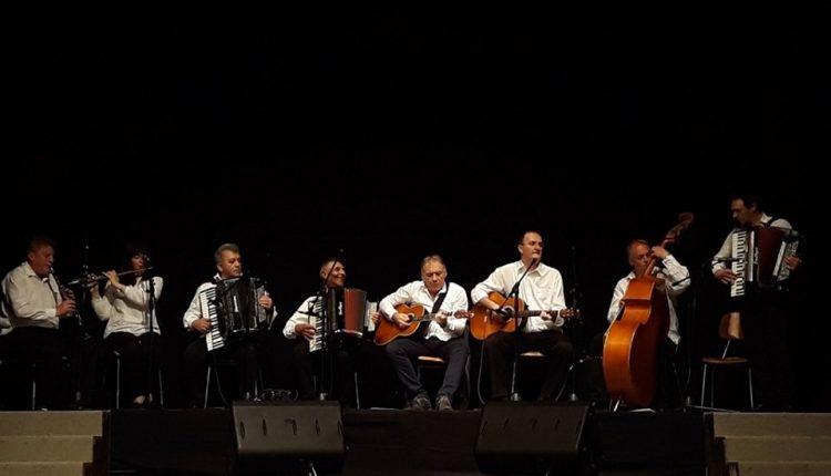 """Koncert narodnog orkestra i grupe pevača kulturno-umetničkog društva ,,BOR"""""""