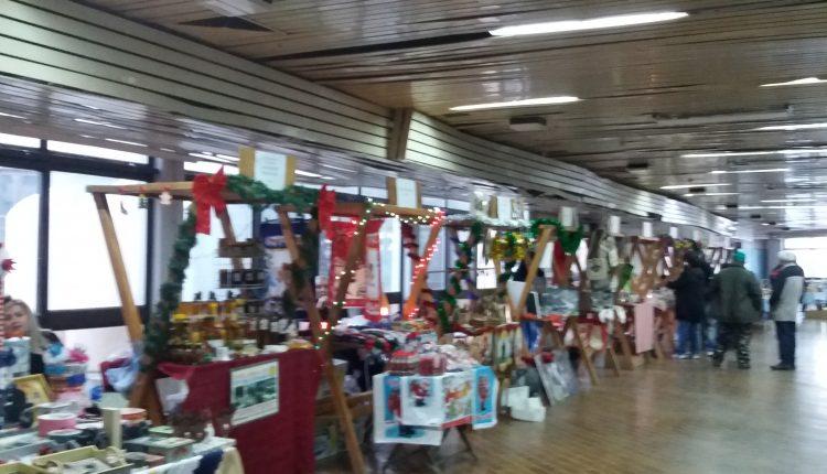 Novogodišnji bazar: Danas slikanje sa Deda Mrazom
