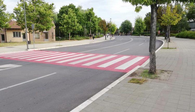 Pojedini pešački prelazi obeleženi crveno belom bojom