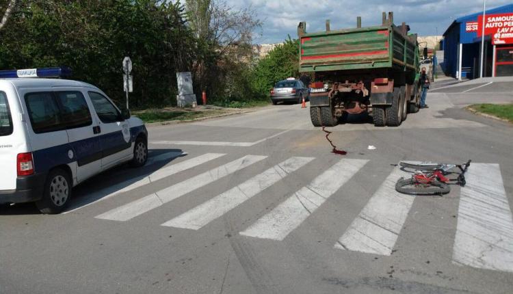 U teškoj saobraćajnoj nesreći poginuo tinejdžer