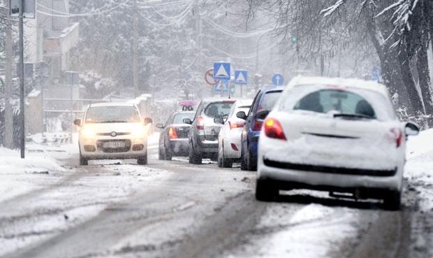 UPOZORENjE ZA VOZAČE: Sneg otežava saobraćaj