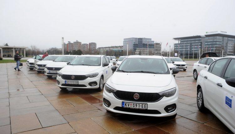 Timovima za socijalnu podršku Romima 30 automobila